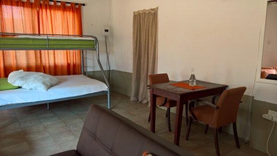Ama Amanzi Bush Lodge: Farm House Lounge Area