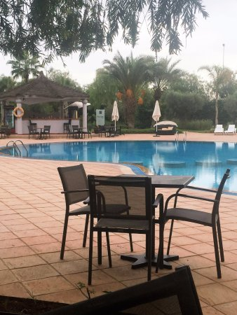 Hotel Relax Airport : The restaurant is by the pool