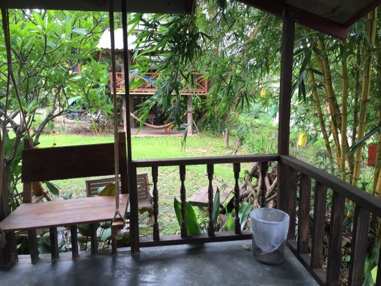 Sawasdeepai River Resort : What a lovely little find. At the edge of the bridge and 5 min walk from 'walk street'.  Cute cl