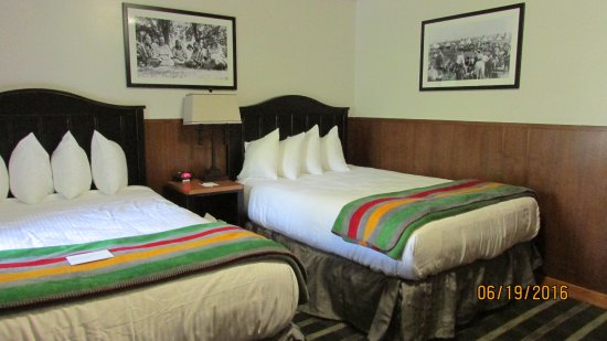 Many Glacier Hotel Picture Of Swiftcurrent Motor Inn And