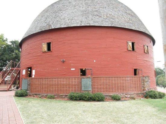 Arcadia, Oklahoma: The Round Barn