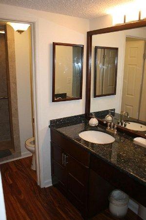 Kaunakakai, Χαβάη: A208 Walkin tiled shower, granite counter top