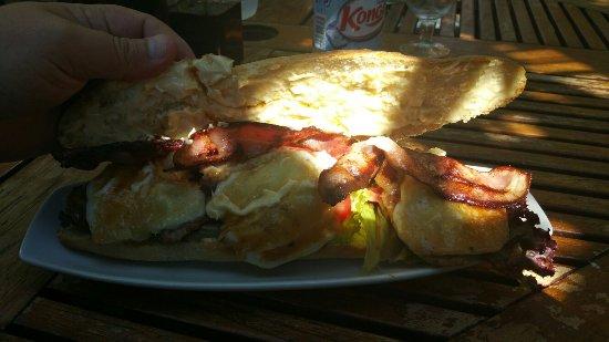 Jalon, Spain: Almuerzo espectacular un chivito de lujo sitio acojerdor camareros un poco lentos para mi gusto