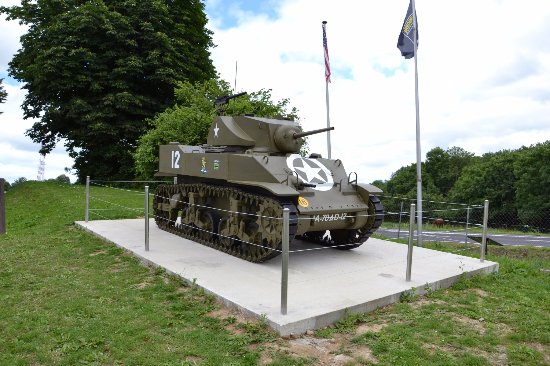 Le Dead Man's Corner Museum : Char identique à celui détruit en 1944 au carrefour