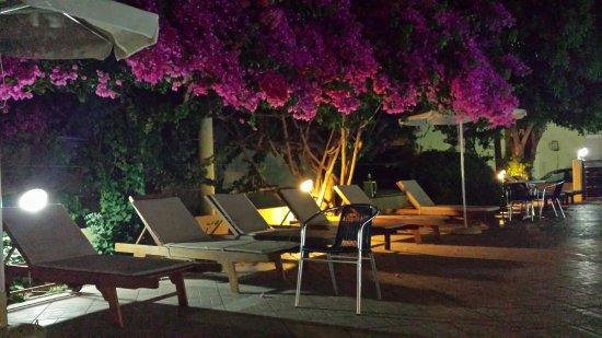Yakinthos Hotel: 20160702_223815_large.jpg