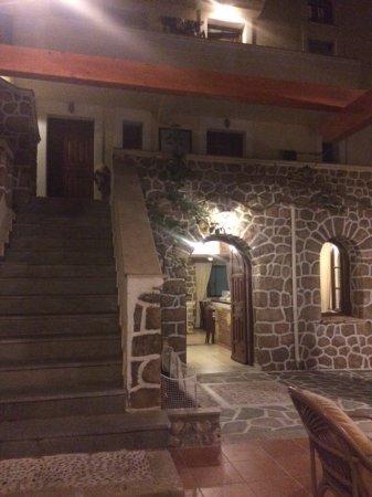 Kastro Hotel Studios & Apartments