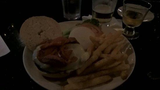 Baxter's Saloon & Grill: Hamburger