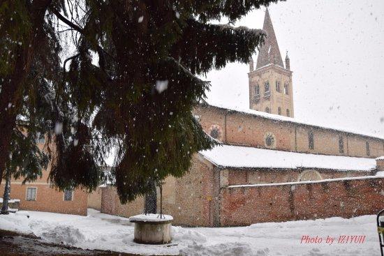 Chiesa San Giovanni: La neve come il manto bianco di un' antica dama del Marchesato...