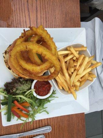Mawdesley, UK: Saturday evening visit - cock n bull burger, chilli and prawn curry