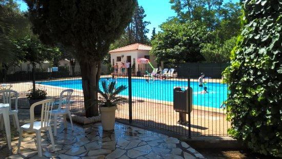 Montblanc, Francia: très belle piscine avec une ambiance extraordinaire