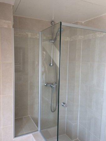 Sehr dreckiges Badezimmer: keine Waschlappen aber viele ...