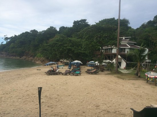 Koh Chang Cliff Beach Resort: beach from cafe