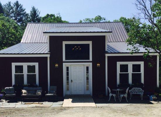 East Burke, VT: The WilloBurke Inn and Lodge