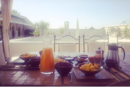 Dar Mo'da: breakfast on the terrace