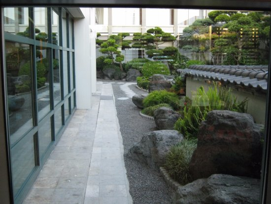 Hotel Kabuki, a Joie de Vivre hotel: garden/courtyard in middle of building