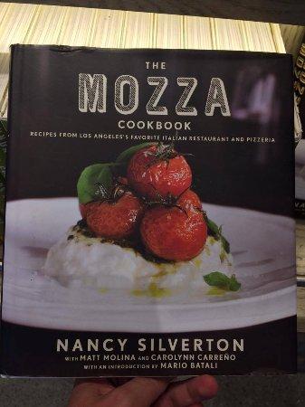 Osteria Mozza: In partenza dall'aeroporto di LA abbiamo trovato in un negozio un libro di ricette del ristorant