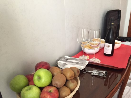 Exe Hotel Della Torre Argentina : Snack provided by hotel free of charge