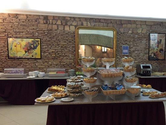 Exe Hotel Della Torre Argentina : Great breakfast choices
