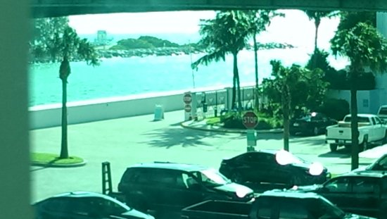 Bal Harbour Quarzo: View from our balcony.