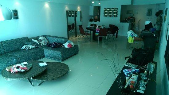 Bal Harbour Quarzo: Living room.