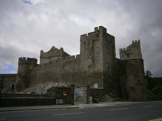 County Tipperary, Ireland: Lovely castle in Irish town