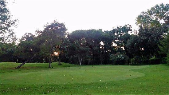 Golf Club Tirrenia: Inizio del percorso, di lato al ristorante.