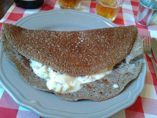 Creperie La Moriniere: Crêpe savoyarde bien cuite et bien garnie.