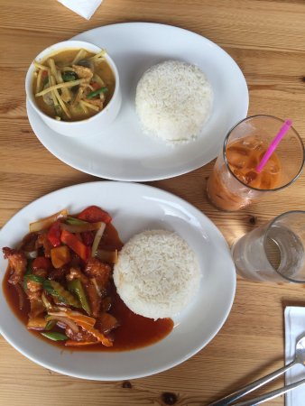 Pin-Petch: Vegetable red curry, Sweet & Sour chicken, Thai tea
