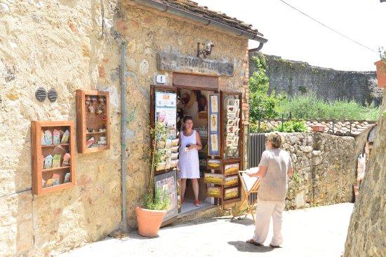 VR Tuscany di Riccardo Mita Tours: At Montereggioni