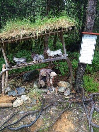 Stord Municipality, Noorwegen: Litt av den koselige eventyrløypa i Landåsen, Leirvik, Stord