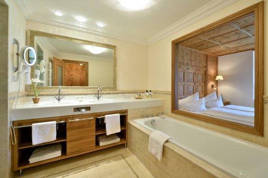 hotel post lermoos badezimmer bild von hotel post lermoos tripadvisor. Black Bedroom Furniture Sets. Home Design Ideas