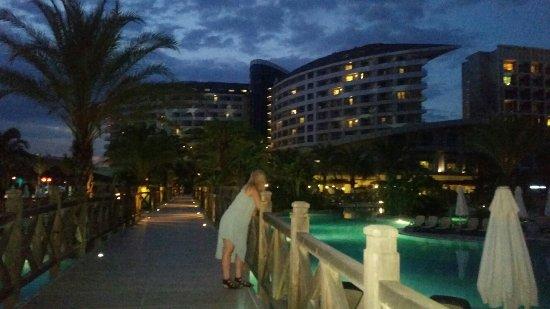 Royal Wings Hotel: 20160704_204955_large.jpg