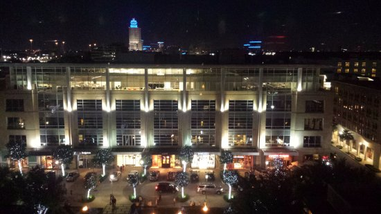 Hotel Sorella CITYCENTRE: Nighttime view from our 8th floor room