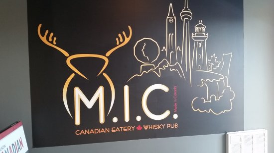 M.I.C. Canadian Eatery and Whisky Pub: Inside