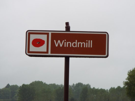 Pozieres, Francia: Windmill Cemetery sign, Opposite