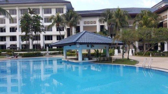 Holiday Inn Kuala Lumpur Glenmarie: large pool
