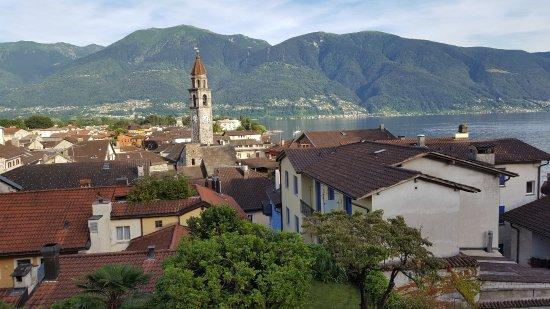 Art Hotel Riposo: Sicht vom Dachrestaurant auf die Altstadt und den Lago Maggiore