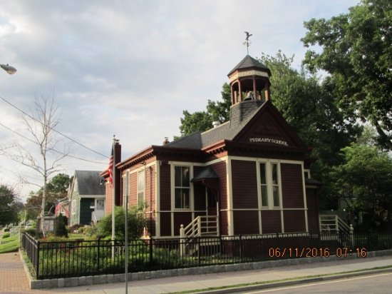 Lyndhurst Historical Society  - Little Red Schoolhouse