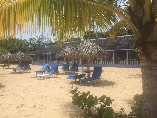 Jamaica Inn: The ocean-front verandas