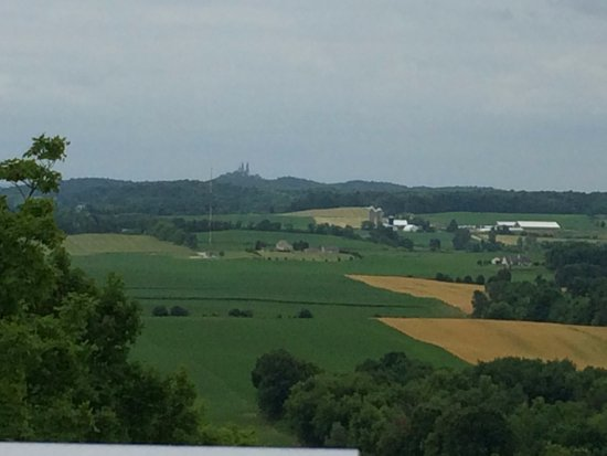 Hartford, WI: Great view of Holy Hill from park tower