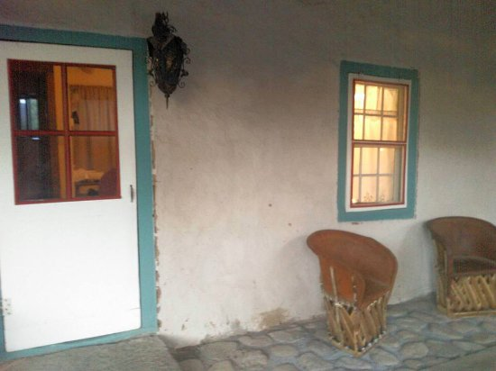 Mabel Dodge Luhan House: Outside the Willa Cather room.