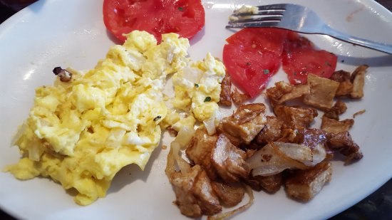 Lighthouse Cafe: scrambled eggs with cream cheese, home fries and tomato slices. YUMMY