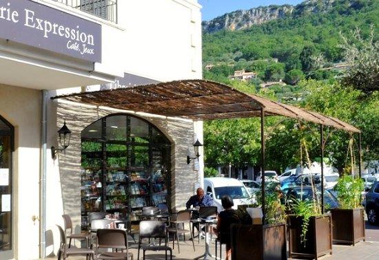 Chateauneuf de Grasse, Γαλλία: Jolie terrasse ombragée aux beaux jours