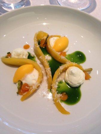 Restaurant Tim Raue: Fresco dessert con mango e pepe verde