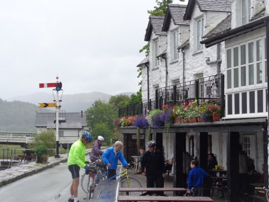 Penmaenpool, UK: CyclistsTurn Up ,Thirty In The Sitting