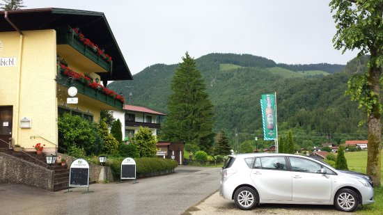 Oberwossen, Tyskland: Blick vom Parkplatz auf den Gasthof