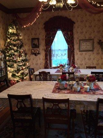 Lylewood Inn Bed & Breakfast: Dinning Room