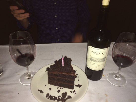 Wayzata, MN: Excellent steak dinner, great wine selection & yummy birthday cake for my husband.
