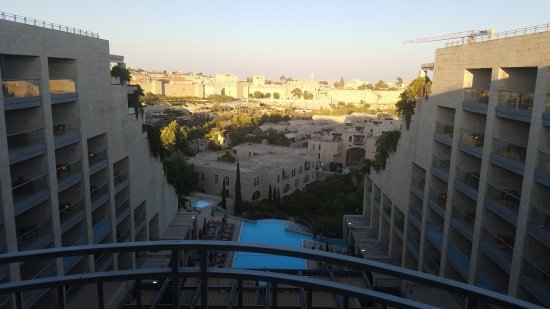 David Citadel Hotel: Daytime view of the old city Jerusalem from the 10th floor
