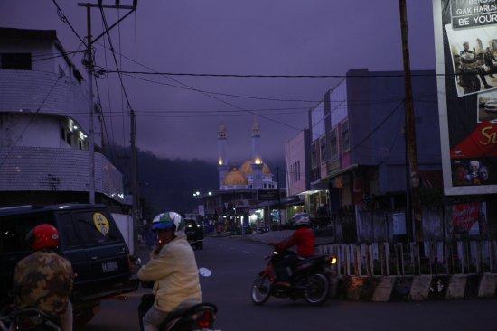 Малые Зондские острова (Восточная Нуса-Тенггара), Индонезия: December in Bajawa